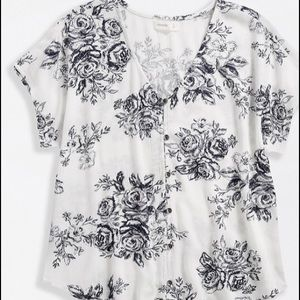 Maurices se White & Blue Floral Print